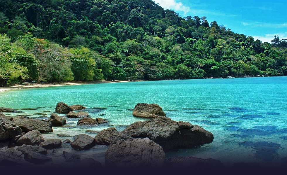 Teluk Air Tawar là điểm du lịch chưa được nhiều du khách biết tới. Ảnh: Lipstiq.com