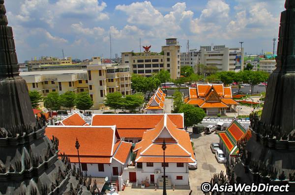 Khung cảnh xung quanh nhìn từ chùa Loha Prasat. Ảnh: Bangkok.com