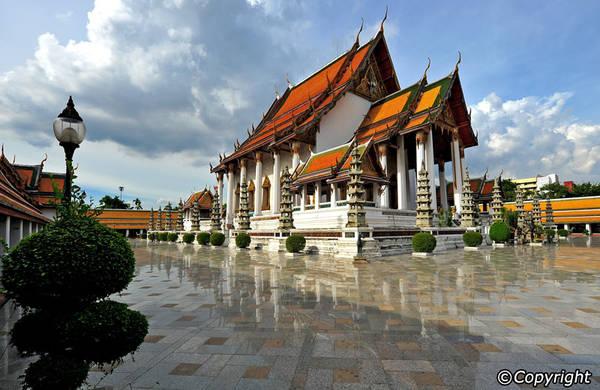 Wat Suthat là một trong những ngôi chùa cổ nhất ở Bangkok. Ảnh: Bangkok.com