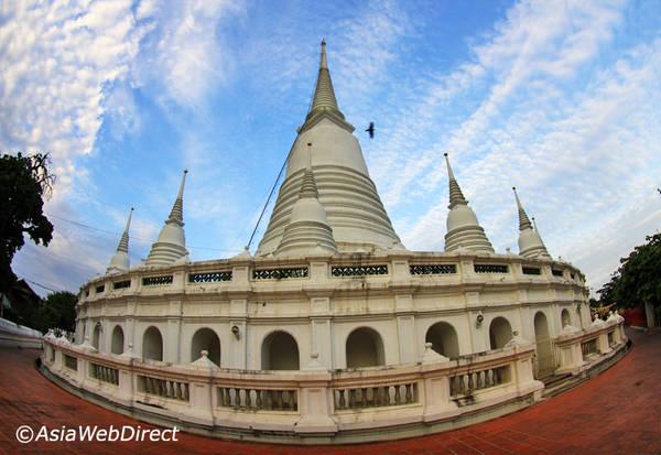 Chùa Wat Prayoon nhìn từ bên ngoài. Ảnh: Bangkok.com