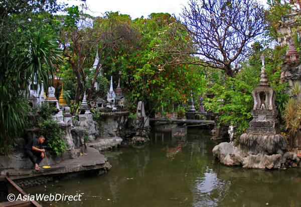 Khuôn viên xanh mát của chùa Wat Prayoon. Ảnh: Bangkok.com