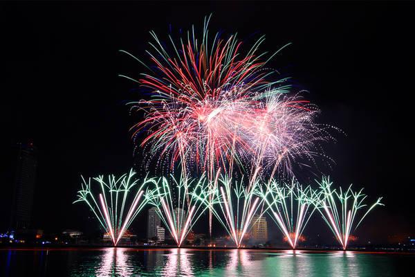 Đà Nẵng rực sáng lung linh trong đêm pháo hoa