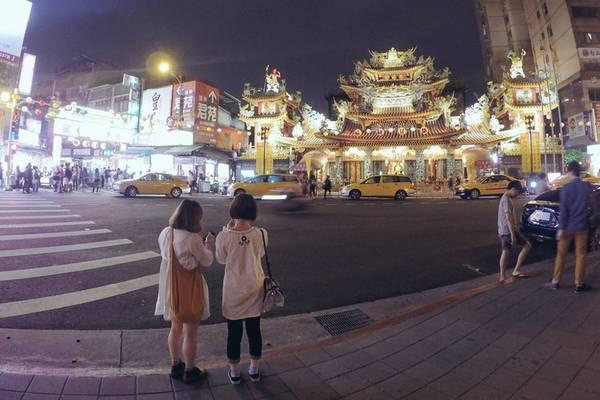 11. Những ngôi đền tuyệt đẹp: Đài Loan sở hữu rất nhiều ngôi đền, chùa của nhiều đạo giáo khác nhau như Phật giáo, đạo Khổng, đạo Lão…Các đền chùa này mở cửa cả ngày đến tận tối muộn. Ảnh: Minh Trí