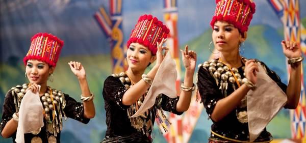 """Nhà thơ, nhà văn nổi tiếng người Anh Rudyard Kipling đã từng viết """"Đây là Miến Điện và nó sẽ hoàn toàn không giống như bất kỳ vùng đất nào mà bạn biết"""". Ảnh: Buffalotours.com"""