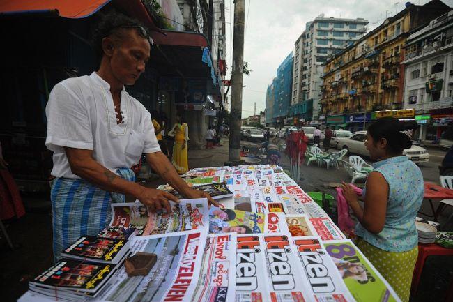 Một sạp báo trên đường phố Myanmar. Ảnh: Globalpost.com