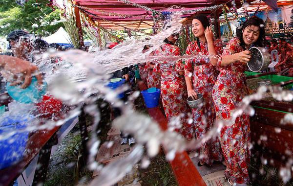 Không khí sôi động của Tết té nước Thingyan. Ảnh: ekarilin.blogspot.com