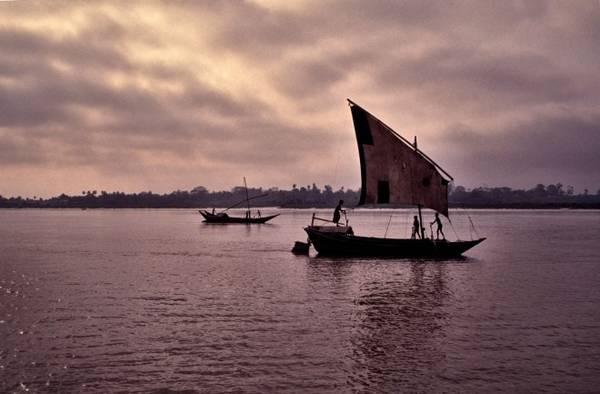Sông Ayeyarwady trong bóng chiều tà. Ảnh: Roughguides