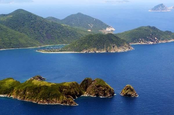 Hòn Mun hoang sơ nhìn từ trên cao. Ảnh: nhatrangsensetravel.com