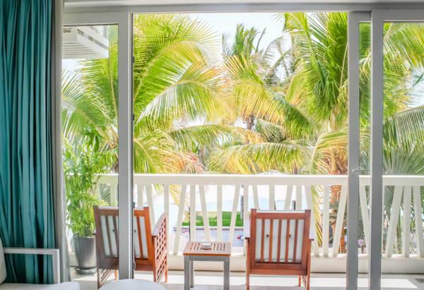 Thiết kế nội thất phản chiếu lại những cảm xúc và khung cảnh trước biển cùng tầm nhìn hướng vườn mang thiên nhiên đến gần bạn.