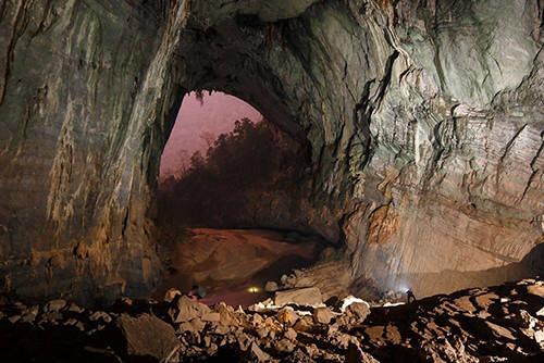 Hãng truyền hình ABC đã có những chuyến khảo sát để phát sóng về hang Sơn Đoòng. Ảnh: Oxalis