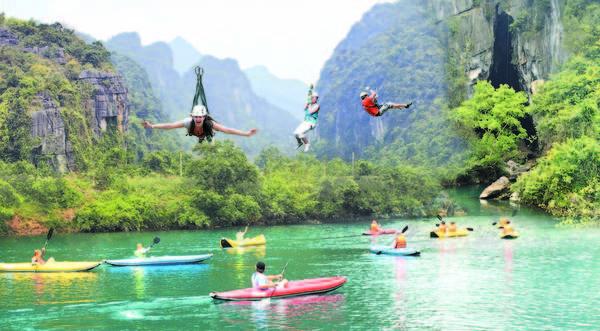 Có nhiều tour thú vị vừa mạo hiểm vừa nhẹ nhàng du khách có thể trải nghiệm ở vườn quốc gia Phong Nha - Kẻ Bàng. Ảnh: traveltimes