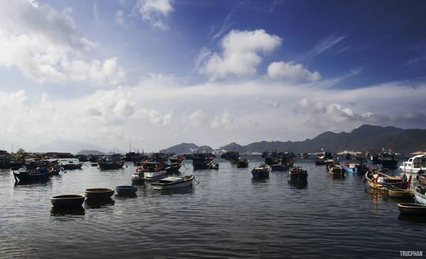 Dù là khu vực cảng, nhưng Bình Ba vẫn mang đến một khung cảnh bình yên lạ thường.