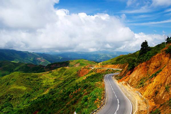 Đèo Pha Đin – Sơn La, Lai Châu. Ảnh: Saigoneer