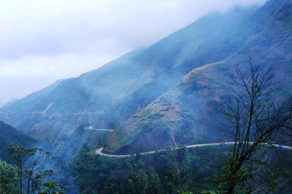 Đèo Khau Phạ – Yên Bái. Ảnh: Saigoneer