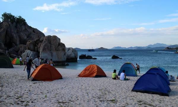 Cắm trại và ngủ trên bãi biển là một trải nghiệm rất tuyệt vời ở Bình Hưng.