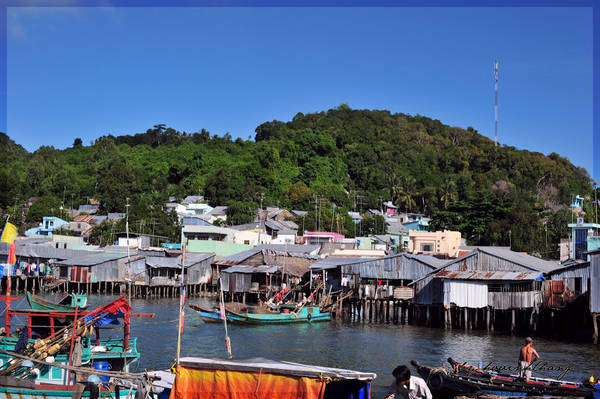 Description: Nhà dân xây dựng trên đảo trông khá giản dị. Ảnh: Hovinhthang/ vnphoto.net