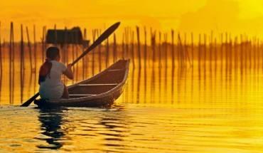 Bình minh trên phá tam Giang. Ảnh: Khampha.thethaovanhoa.vn