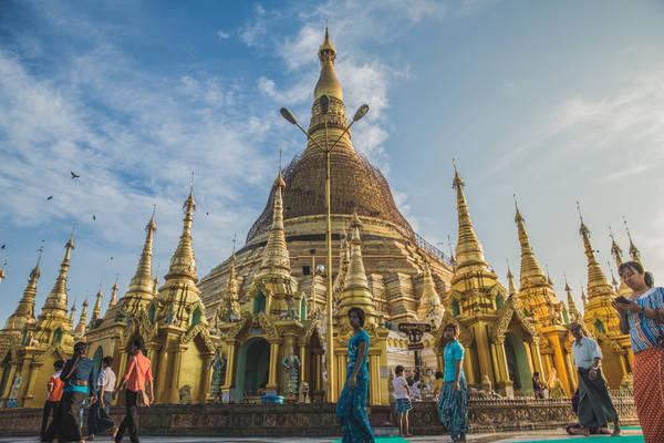 Longyi là một loại trang phục truyền thống cho cả nam và nữ ở Myanmar. Ảnh: Twohumans.travel