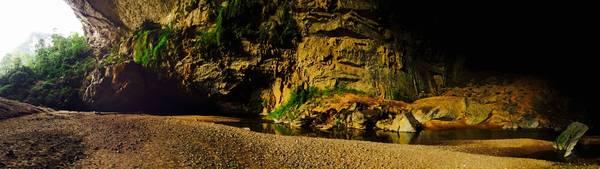 Lối vào hang choáng ngợp vì quá đẹp.