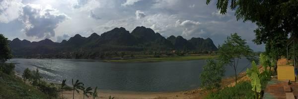 Dòng sông Son êm đềm vào buổi chiều.