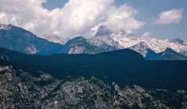 14. Triglav, Slovenia: Công viên được đặt tên Triglav theo tên ngọn núi cao nhất ở trung tâm của công viên, cũng là đỉnh núi cao nhất ở Slovenia (2.864 m). Vườn quốc gia có diện tích rộng khoảng 3% diện tích Slovenia và là nơi người dân bản địa thường rất thích đến để đi dạo, thăm quan, câu cá... Ảnh: Flickr: philbrownphotography