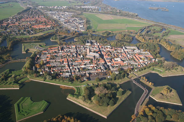 Thành phố Naarden hình ngôi sao ở phía Bắc Hà Lan.
