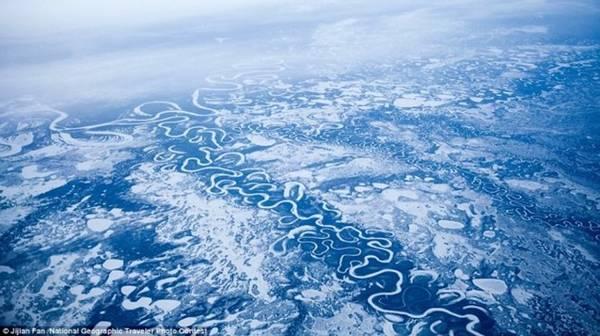 Cảnh đẹp ngất ngây các sông băng ở bang Alaska (Mỹ) chụp tại độ cao 11,5 km. Ảnh: Jijian Fan/National Geographic.