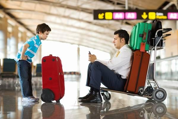 Chuyến đi xa có thể khiến bạn mệt lả hoặc điên đầu. Ảnh: Huffingtonpost.