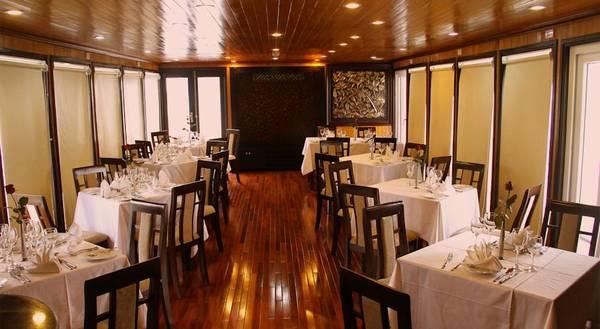 Du khách sẽ đượcphục vụ các bữa ăn ngay trên thuyền.
