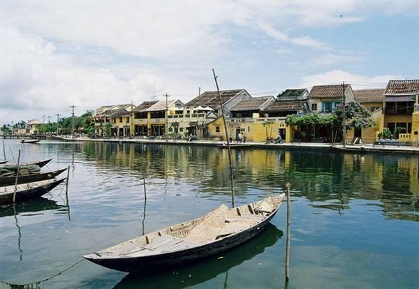 <strong>3. Hội An vào top 10 thành phố tham quan lý tưởng ở châu Á: </strong>Trong tháng 5, chuyên trang du lịch Smarter Travel công bố top 10 thành phố châu Á đáng tham quan nhất, trong đó có phố cổ Hội An của Việt Nam. Bên cạnh đó là các thành phố nổi tiếng như Bắc Kinh (Trung Quốc), Singapore, Hong Kong (Trung Quốc), Mumbai (Ấn Độ), Bangkok (Thái Lan), Tokyo (Nhật Bản), Seoul (Hàn Quốc), Siem Reap (Campuchia) và Đài Bắc (Đài Loan). Ảnh: hoianworldheritage.