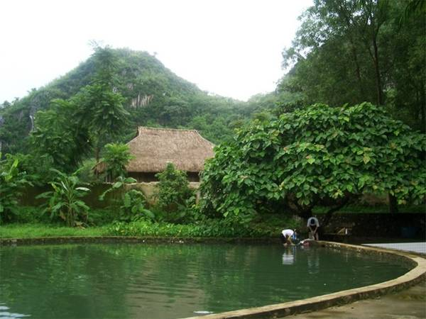 Avoid hot in places near Hanoi - Kim Boi Mineral Spring