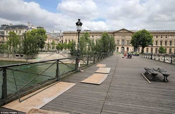 Paris-pha-do-hang-tram-nghin-bieu-tuong-tinh-yeu-ivivu-12