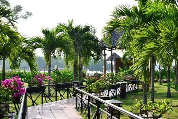 Không gian xanh mát trong khuôn viên của khu nghỉ dưỡng. Ảnh: victoriahotels.asia
