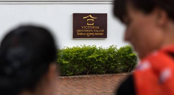 Victoria Xiengthong Palace  là khách sạn nằm trong chuỗi Victoria Hotels & Resorts  thuộc Tập đoàn Thiên Minh - một trong những tập đoàn tư nhân lớn về du lịch và khách sạn.