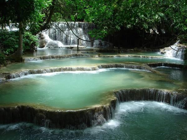 Những tầng thác Kuang Si tuyệt đẹp. Ảnh: insteaducation.com