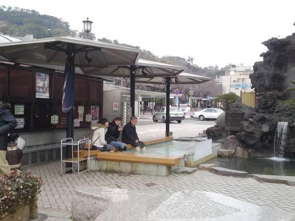 Du khách có thể tận hưởng suối nước nóng ở bất cứ nơi nào trong thành phố. Ảnh: shizuokatourism.com
