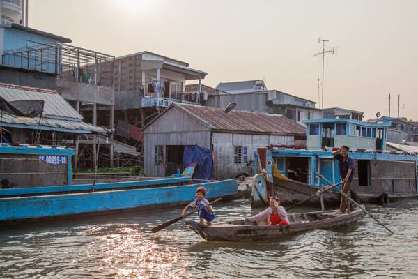 Ngồi trên tàu cao tốc Victoria Speedboat du khách sẽ có cơ hội chiêm ngưỡng những hình ảnh người người dân miền sông nước. Ảnh: victoriahotels.asia