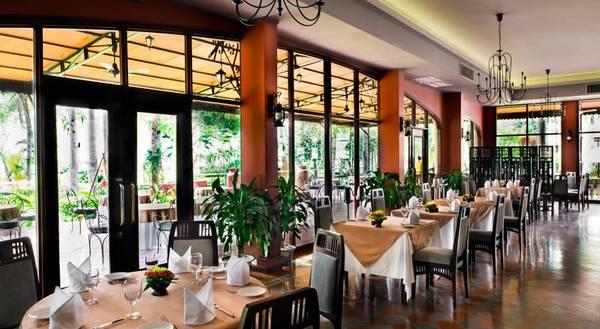 Khuôn viên nhà hàng Spices Victoria Cần Thơ.