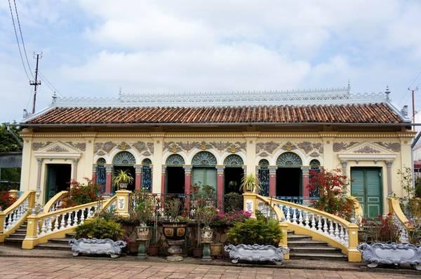 Ngôi nhà cổ có sự kết hợp hài hòa giữa kiến trúc Đông - Tây. Ảnh: vnexpress.net