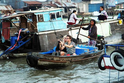 Chợ nổi cái Răng là địa chỉ du lịch hấp dẫn của khách du lịch trong và ngoài nước đến tham quan và mua sắm. Ảnh: vnexpress.net