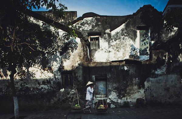 Bức tường trên phố Hoàng Văn Thụ luôn là điểm dừng chân của rất nhiều du khách tới Hội An. Ảnh: Lê Thắng