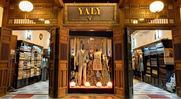 Nhà may Yaly là một trong những địa chỉ may váy, áo nổi tiếng nhất của Hội An. Ảnh: backpackingaddictz.com
