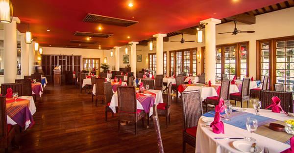 Bạn có thể thưởng thức những món ăn đặc trưng của Hội An ngay tại nhà hàng L'Annam Victoria Hội An Beach Resort & Spa. Ảnh: victoriahotels.asia