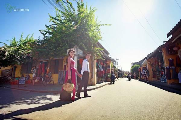 Phố cổ Hội An là địa điểm thường được các cặp đôi chọn để chụp ảnh cưới. Ảnh: depwedding.com