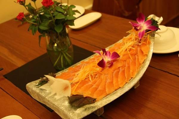 Món gỏi cá tầm Sa Pa. Ảnh: monngonvietnam