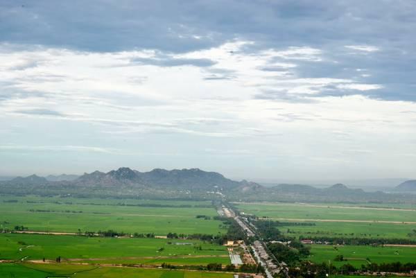 Kênh Vĩnh Tếnhìn từ trên cao.Ảnh: panoramio.com