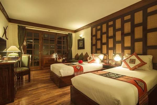 Phòng ngủ ấm áp được lót sàn gỗ và bày trí cẩn thận.