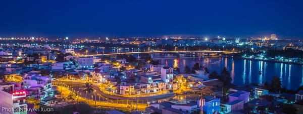 Thành phố Cần Thơ khi lên đèn. Ảnh: Nguyễn Xuân/canthotv.vn