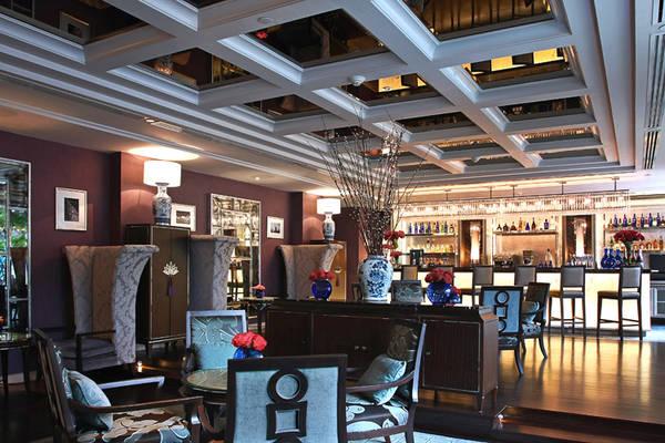 Sapphire Bar. Ảnh: sukosolhotels.com