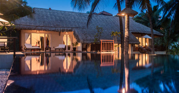 Victoria Phan Thiết Beach Resort & Spa được xây dựng theo phong cách đậm nét truyền thống với những ngôi nhà gỗ mái tranh mộc mạc. Ảnh: victoriahotels